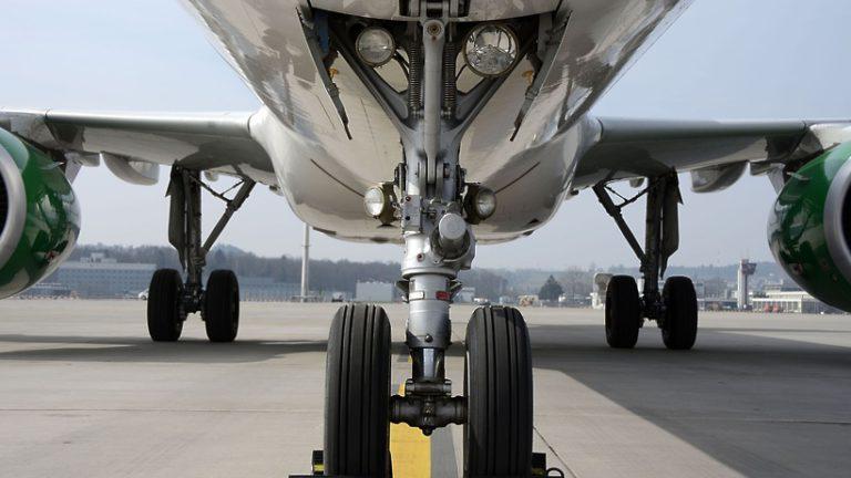 Самый большой в мире самолет впервые поднялся в воздух