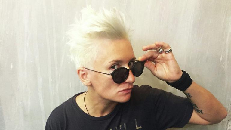 Диана Арбенина прочитала текст «Тотального диктанта» пассажирам в «Домодедове»