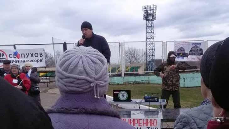 На митинге требуют отставки губернатора и закрытия свалки