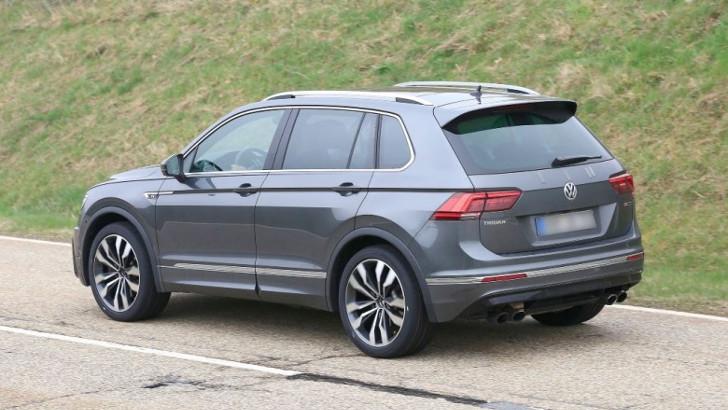 Папарацци засекли на дороге «заряженный» Volkswagen Tiguan R
