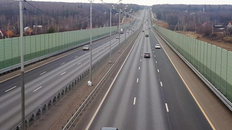 Максимальная скорость движения на федеральных трассах в РФ может вырасти до 110 км/ч