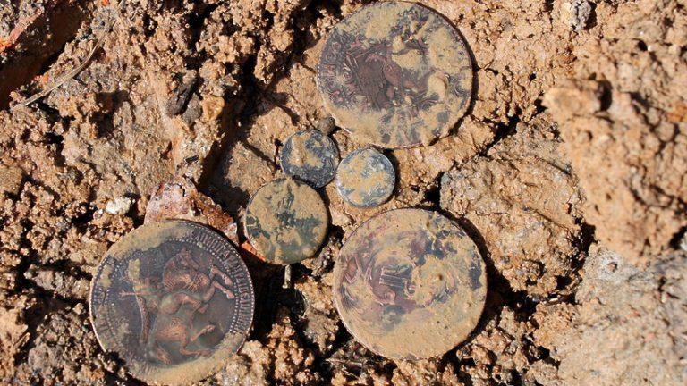 На территории Русского музея обряда и быта в Подольске нашли монеты XVII века