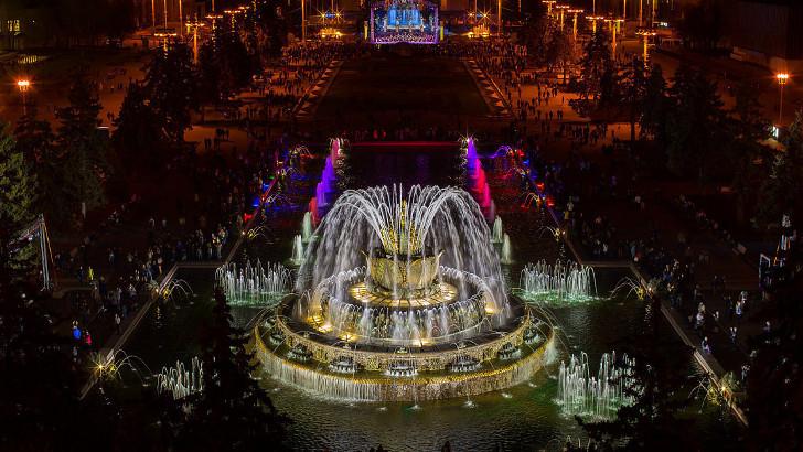 Старт юбилейного лета ВДНХ: запуск фонтанов и концерт симфонического оркестра Москвы «Русская филармония»