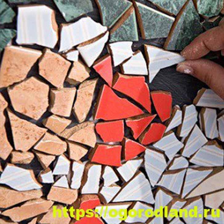Дорожка из битой керамической плитки