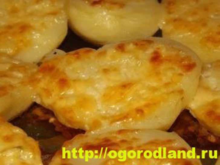 Запеченная картошка в духовке со сливочным маслом и сыром
