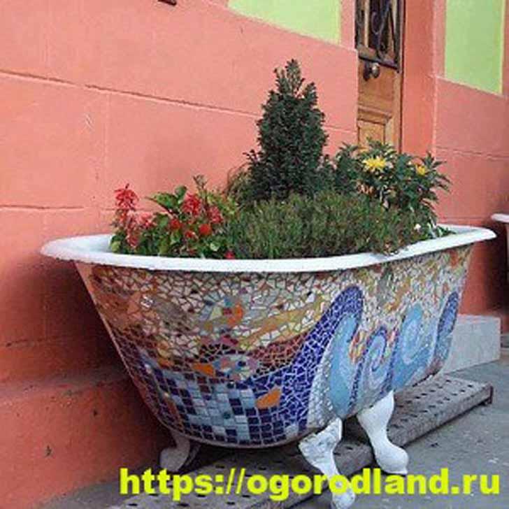 Декор чугунной ванны битой керамической плиткой