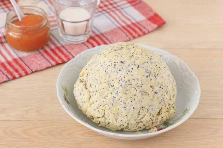 Делаем тесто и отправляем его охлаждаться