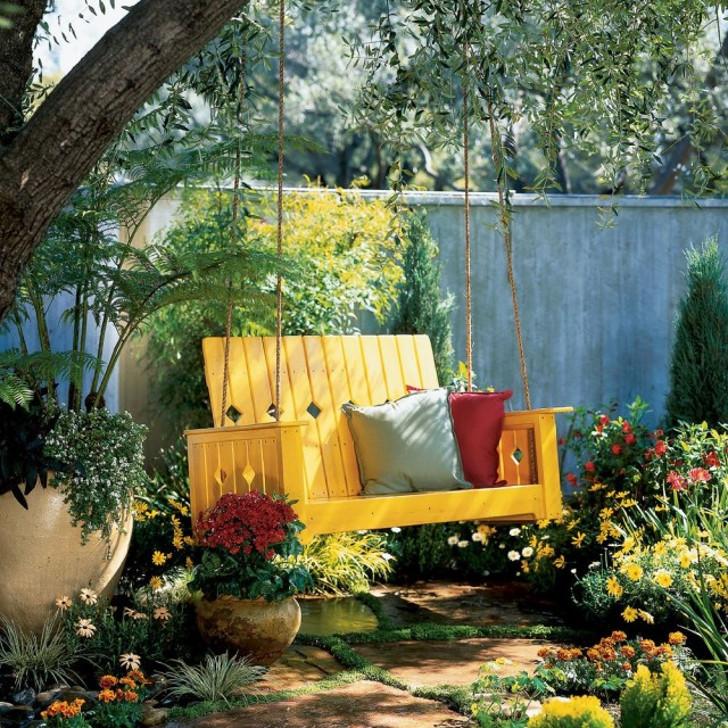 Качели в саду. © decorathing