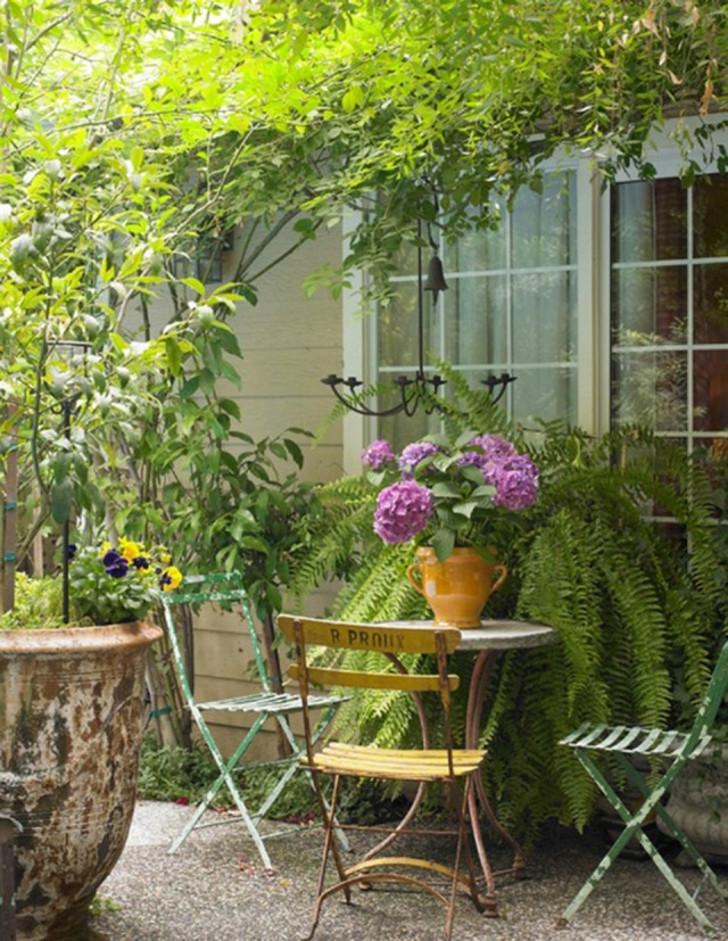 Столик для чаепития в французском стиле. © CoisasDcasa