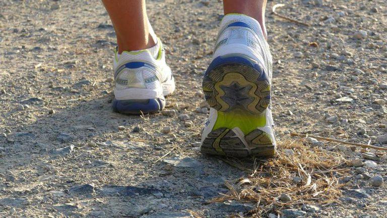 Роскачество рассказало, как выбрать кроссовки для пробежек