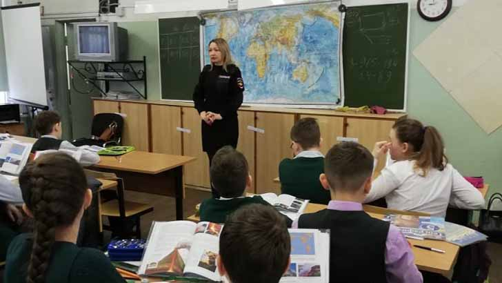 Полицейские ОМВД России по г.п. Клин провели урок безопасности с младшими школьниками