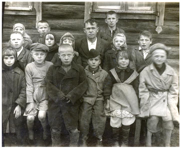 Мой учитель Н.И.Рождественский - он сын дьяка (я вторая в первом ряду справа)
