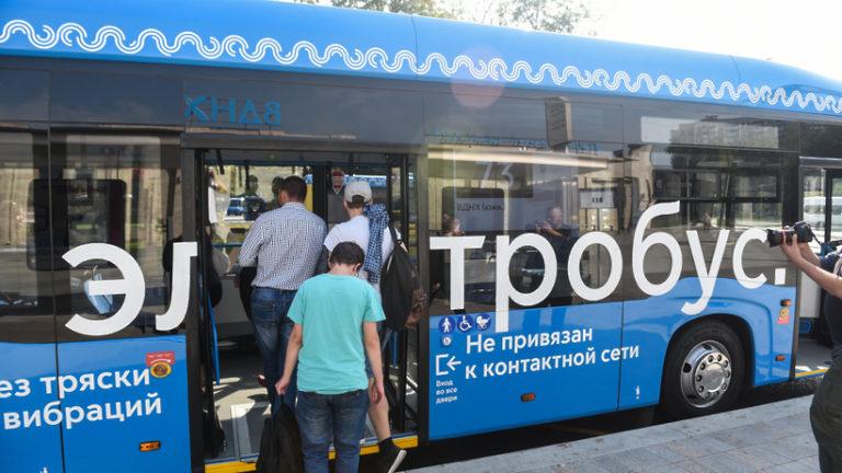 Новые маршруты электробусов появятся в трех округах Москвы