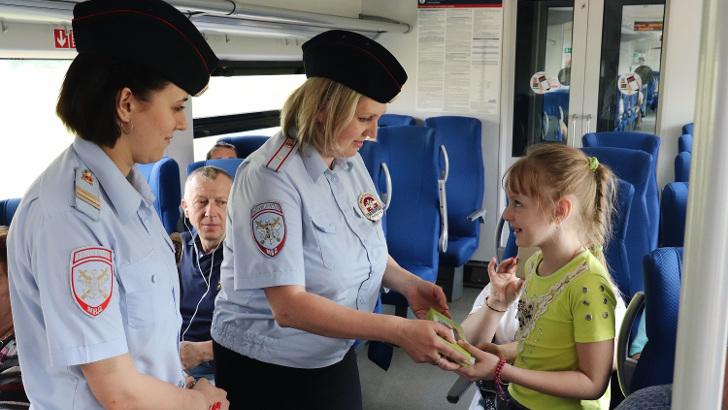 Московско-Тверская ППК напомнила детям о безопасности на железной дороге перед летними каникулами