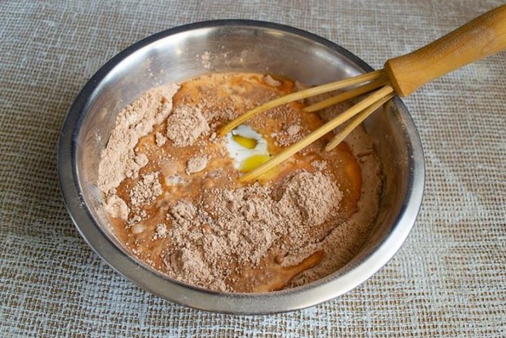 Замешиваем гладкое шоколадное тесто