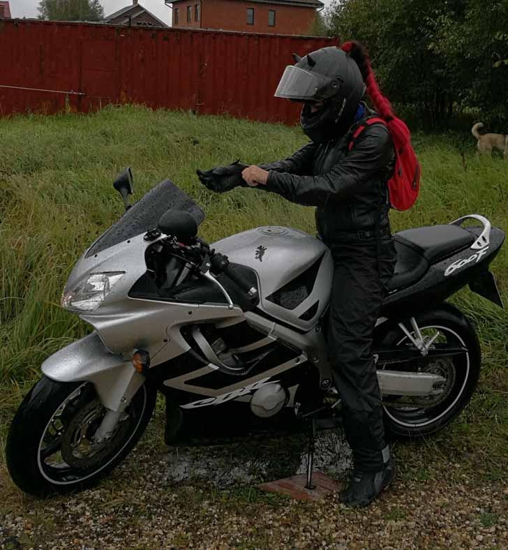 Летом Ольга проводит с мотоциклом все свободное время (фото из личного архива Ольги)