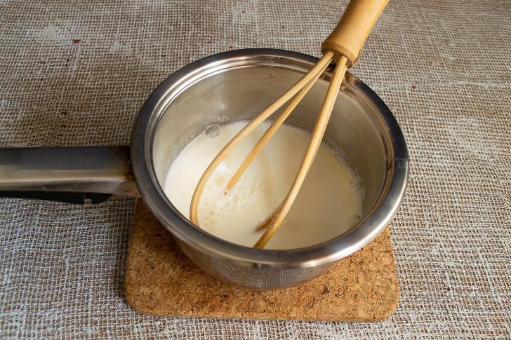 Добавляем сливки или жирное молоко