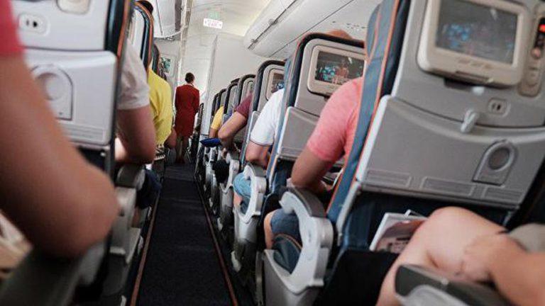 Отдельную рассадку родителей и детей в самолетах предложили запретить