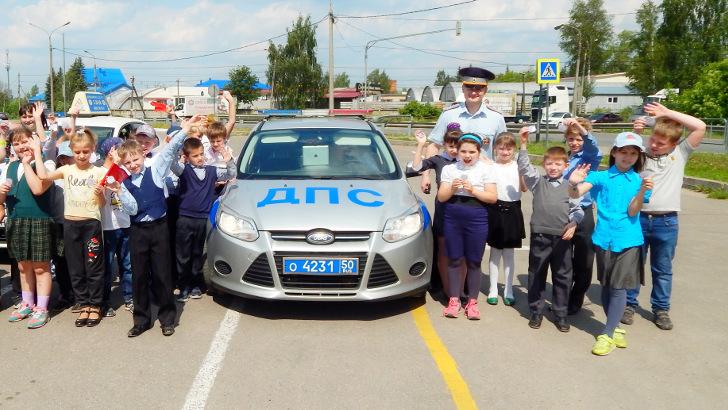 Cотрудники Госавтоинспекции г Клин провели акции ко Дню защиты детей