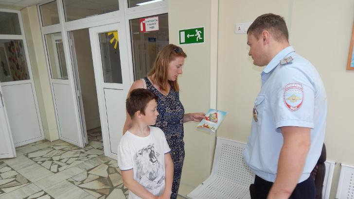 Сотрудники Госавтоинспекции г.о. Клин провели  разъяснительные беседы с посетителями детской городской поликлиники