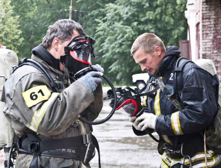 Пожарные отработали навыки спасения