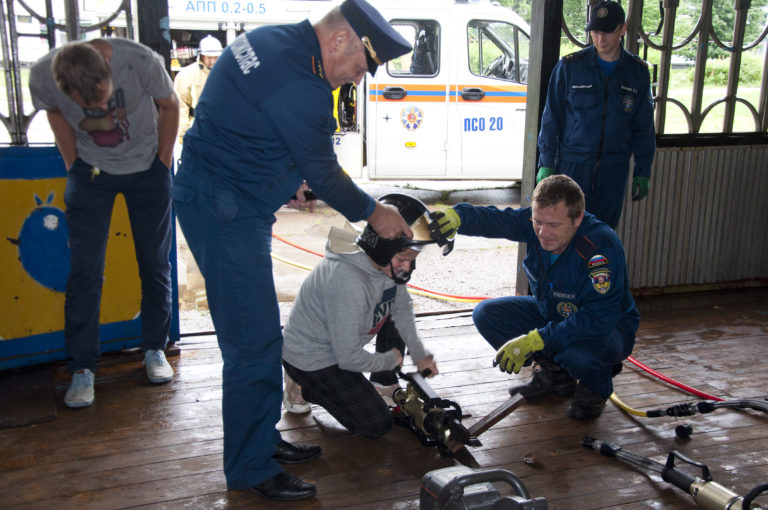 Клинские спасатели провели урок безопасности с детьми