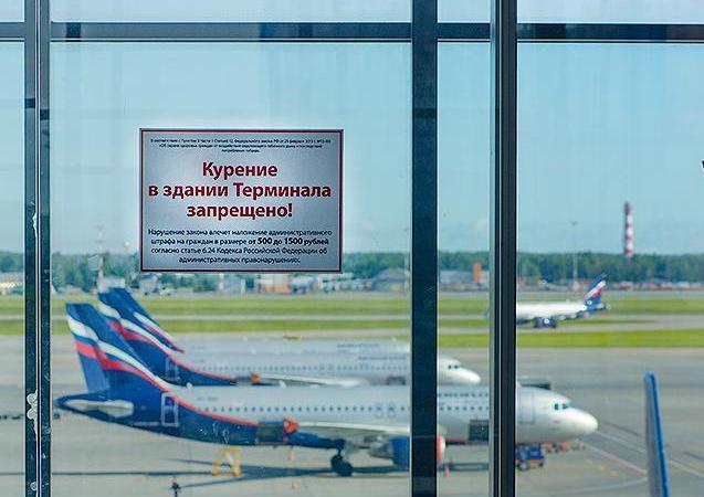 Курилки  в аэропортах разрешить, но сделать их платными