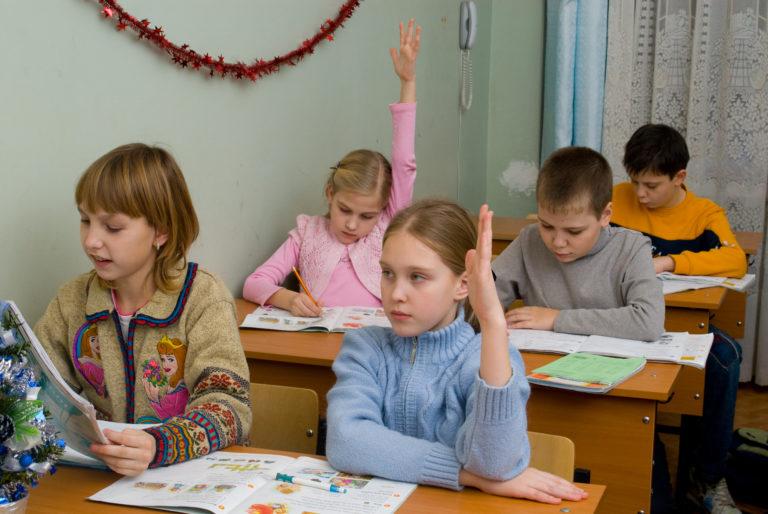 Школьников научат управлять финансами и писать расписки
