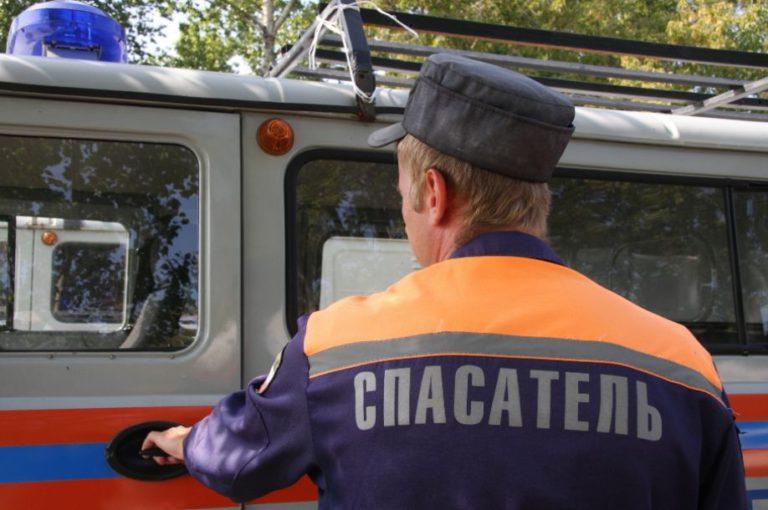 Клинские спасатели достали пожилого мужчину из кессона