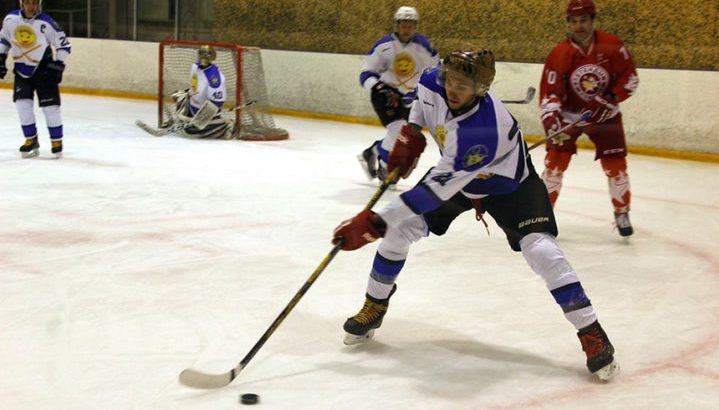 Хоккей. «Акулы» побеждают, «Монолит» проигрывает
