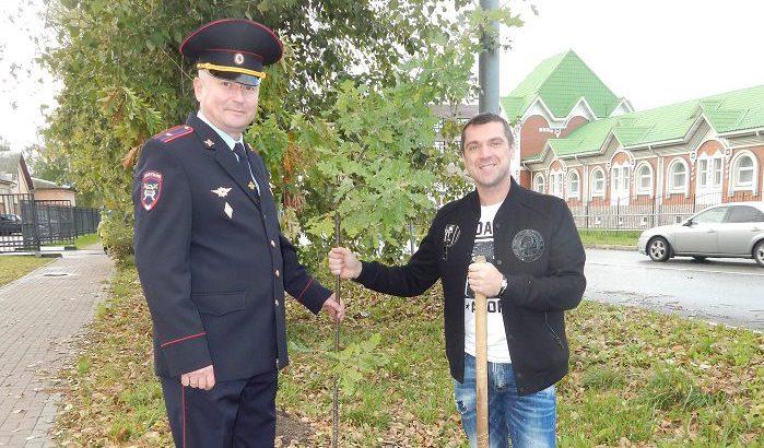 В Клину полицейские присоединились к акции «Лес Победы»