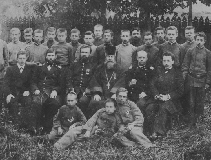 Гимназия Клин и прадед (в центре), 1903 г