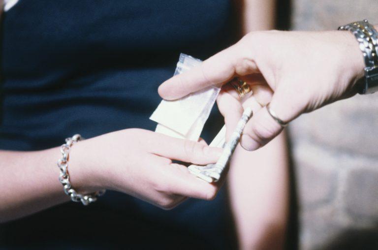 Распространительница наркотиков задержана с поличным в Клину