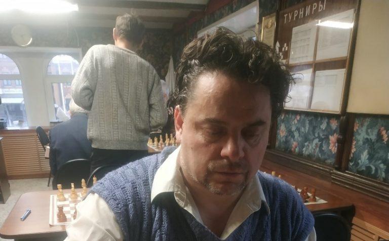 Шахматы. Лидирует Овчаренко