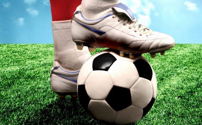 Футбол. Звенят мячи
