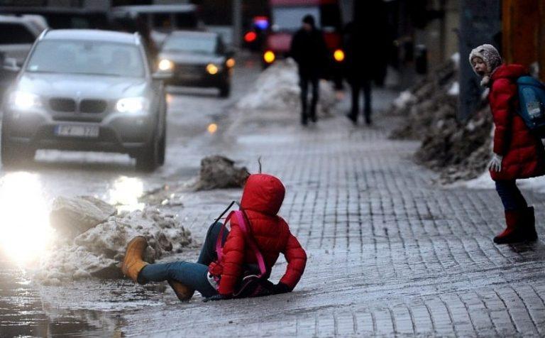 Вечером 11 декабря на дорогах Подмосковья ожидается гололедица