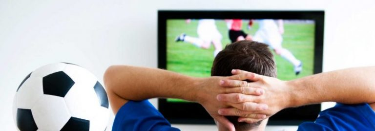У телевизора. Поэзия футбола