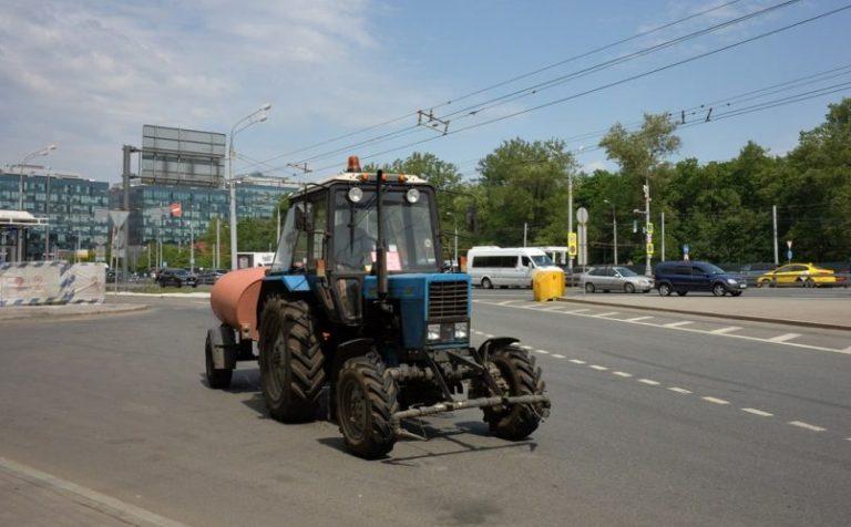 Иностранец угнал трактор в Химках и совершил ДТП