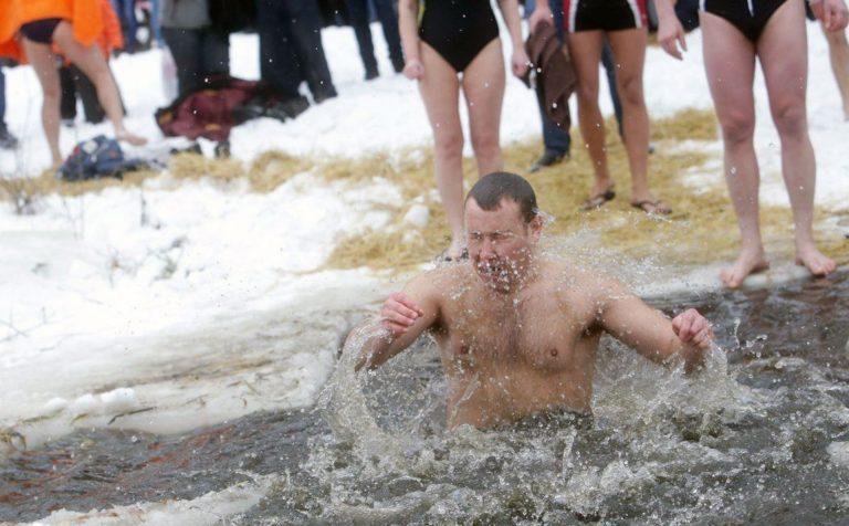Как подготовиться к купанию в прорубе в праздник Крещения Господня