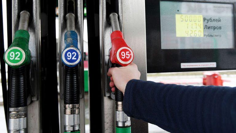 Продавцы топлива хотят снова торговать алкоголем на заправках