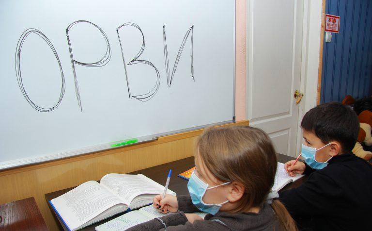 Подмосковным школам рекомендовано учащимся измерять температуру