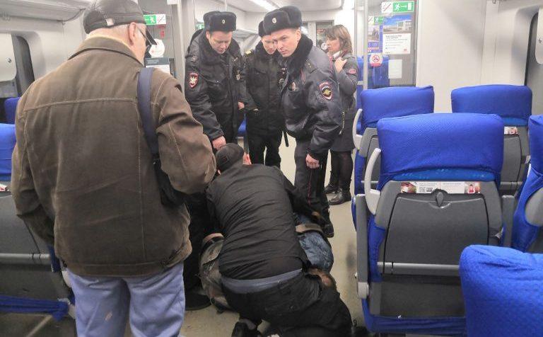В электричке Москва – Тверь двое мужчин устроили драку