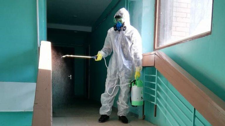 В Подмосковье обрабатывают подъезды от коронавируса