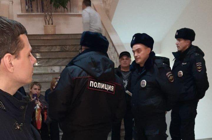 Дольщики ЖК задержаны полицией в здании администрации Химок