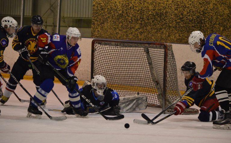 Главный центр управления предупреждения о ракетном нападении организовал хоккейный матч в подмосковном Клину
