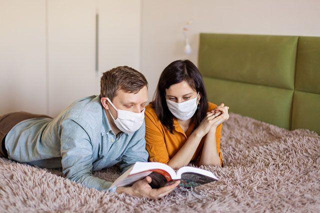 Жителей Подмосковья призвали правильно выбрасывать медицинские маски