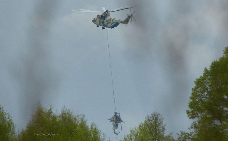 Останки разбившегося под Клином Ми-8 перенесены другим вертолётом