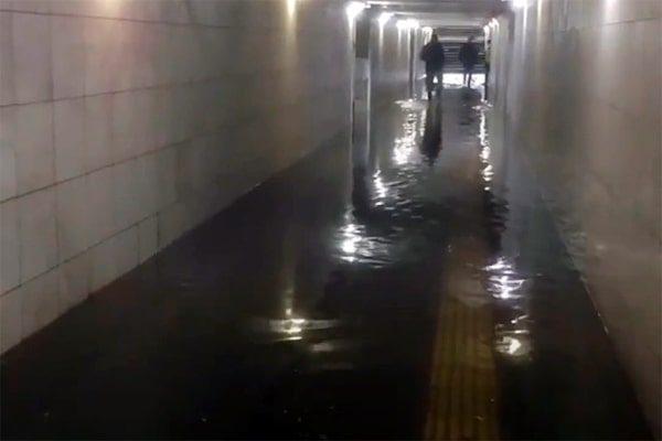 Подземный переход в Зеленограде залило водой