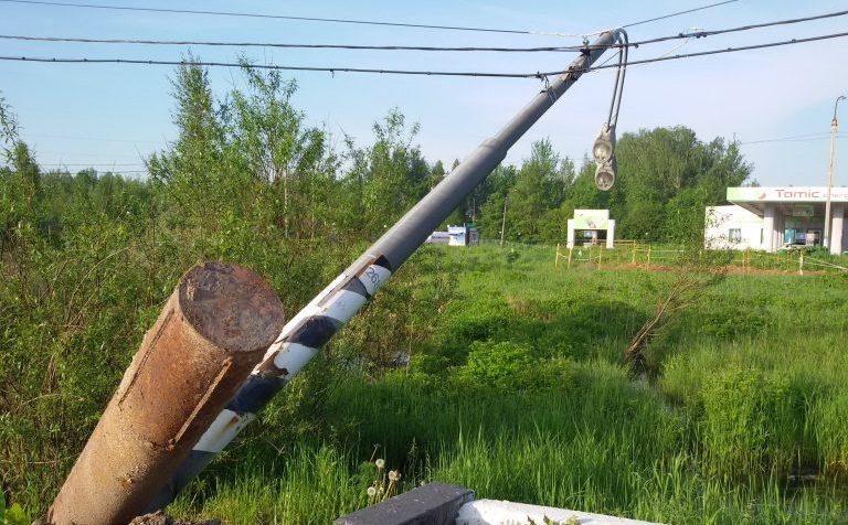 На трассе М10 в районе г.о. Клин Московской области упал столб освещения