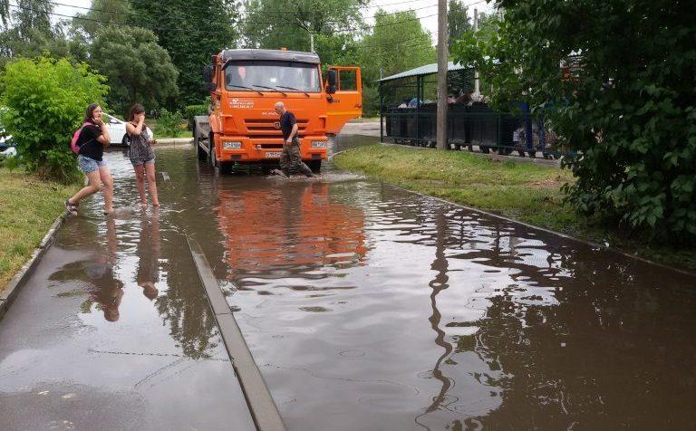 Клин Московской области. Затопление дороги